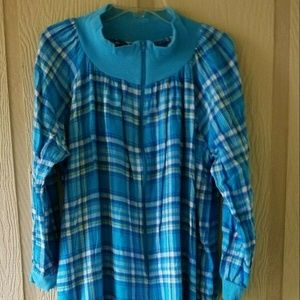 ANTHONY RICHARDS SIZE 10  FLANNEL GOWN ROBE